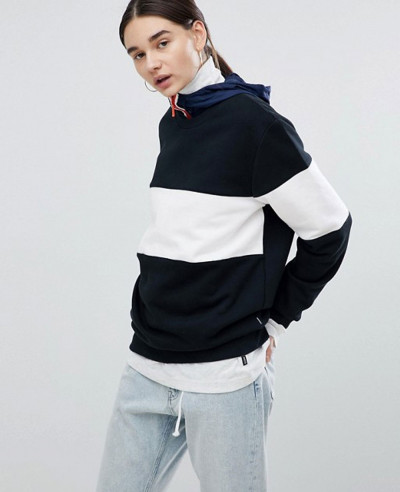 Sweatshirt-In-Black-And-White