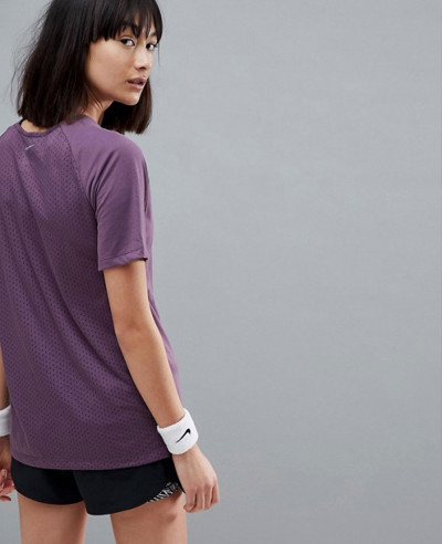 Running-Breathe-Tailwind-Tee-In-Purple-T-Shirt